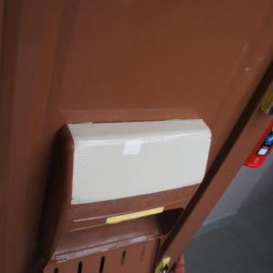 玄関ドアの塗装と入り口をコルクタイル貼り